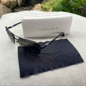 VERSACE black polarized aviator sunglasses with branded cloth and case